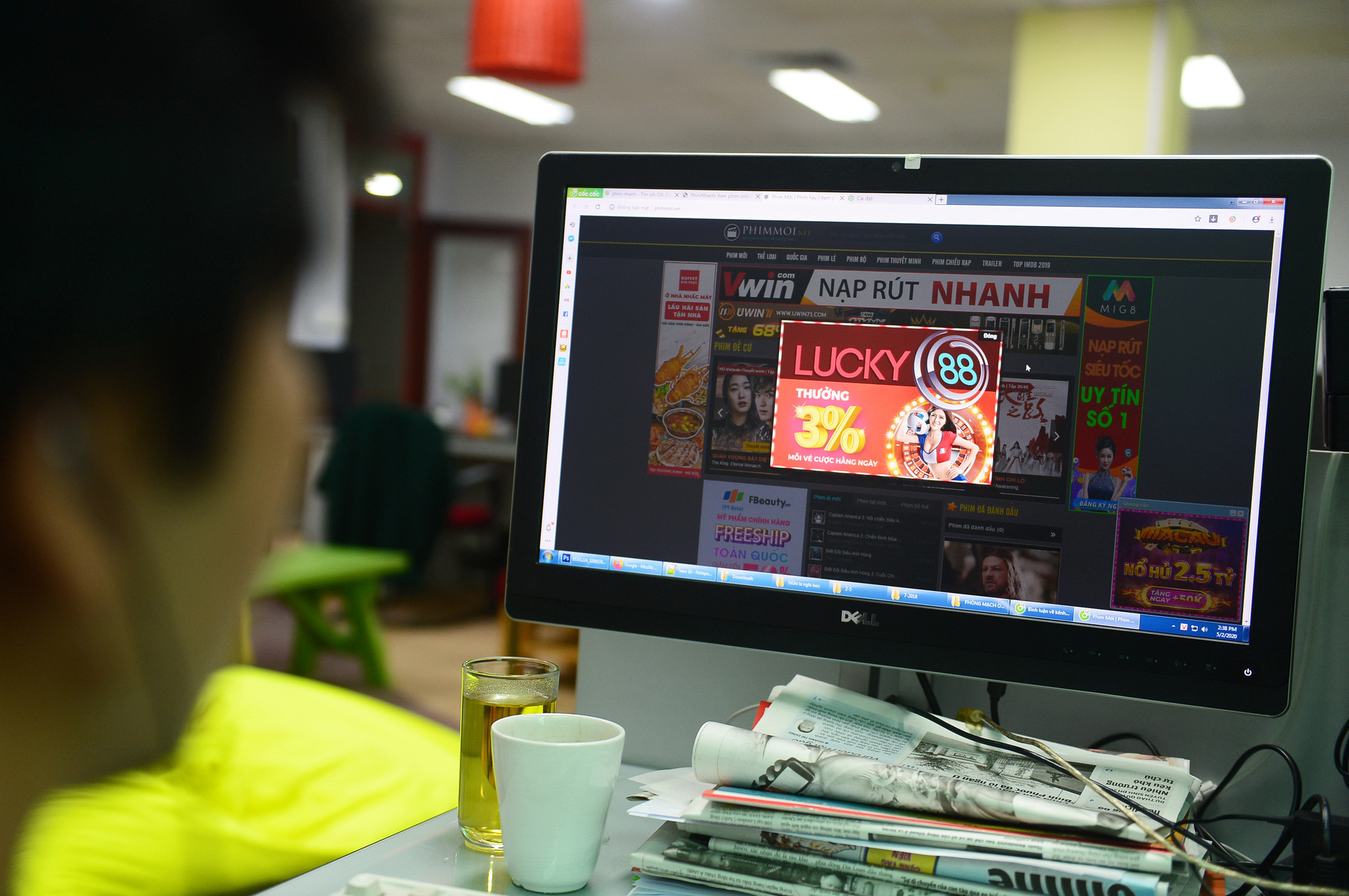 Online gambling advertisements appear on a Vietnamese website offering illegal film streaming service. Photo: Quang Dinh / Tuoi Tre