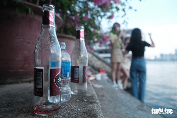 Empty bottles are left on the steps in a lakeside neighborhood of an emerging Instagrammable spot down Alley 5 on Tu Hoa Street in Hanoi's Tay Ho District. Photo: Song La / Tuoi Tre