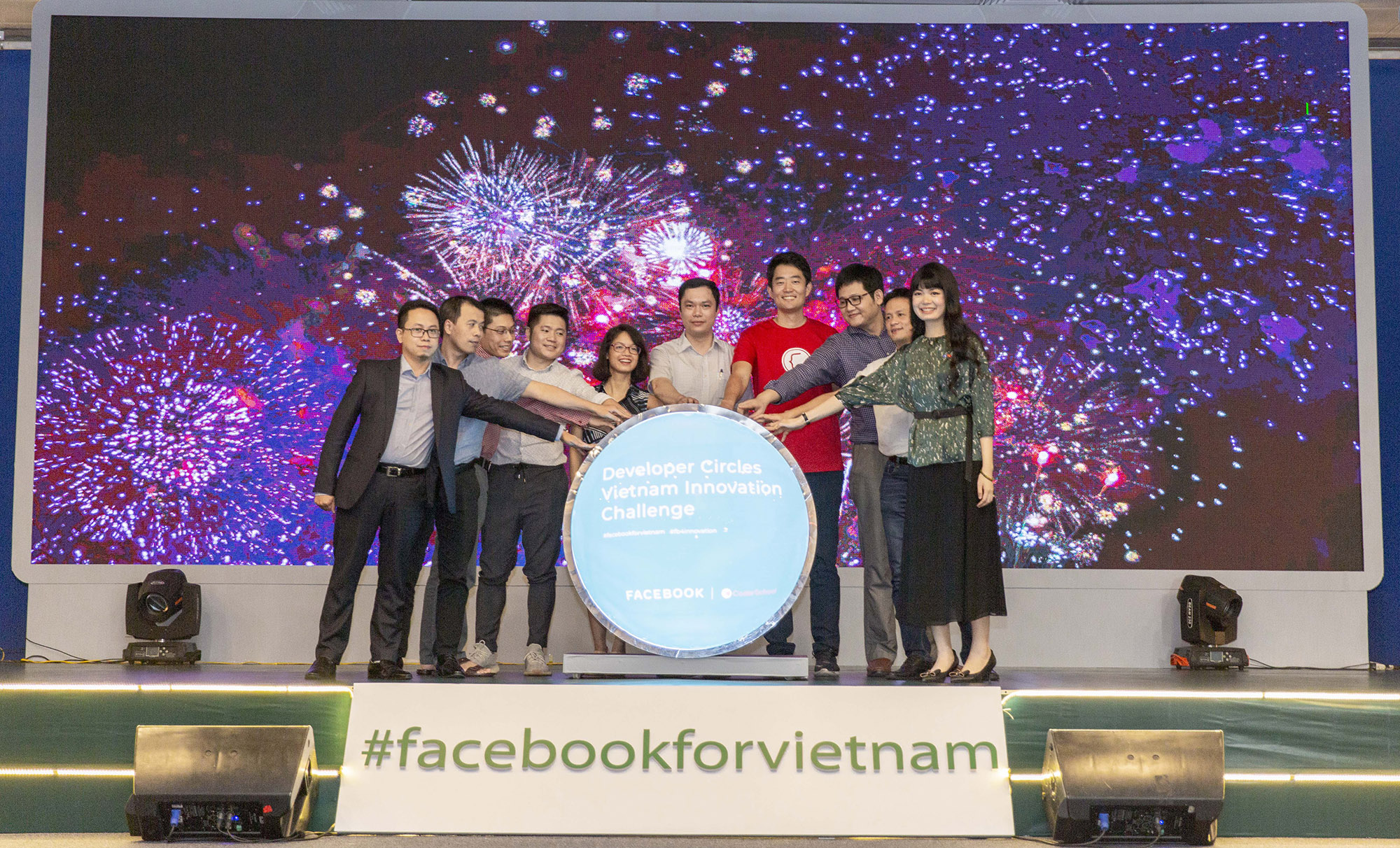 Facebook extends 'Developer Circles Vietnam Innovation Challenge' to Hanoi, continues to train 300 more students