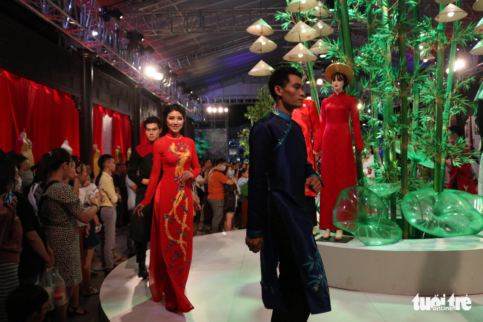 A fashion show takes place during the opening event of the 2020 Ho Chi Minh City Ao Dai Festival at Nguyen Hue Walking Street, Ho Chi Minh City, June 27, 2020. Photo: Ngoc Phuong / Tuoi Tre