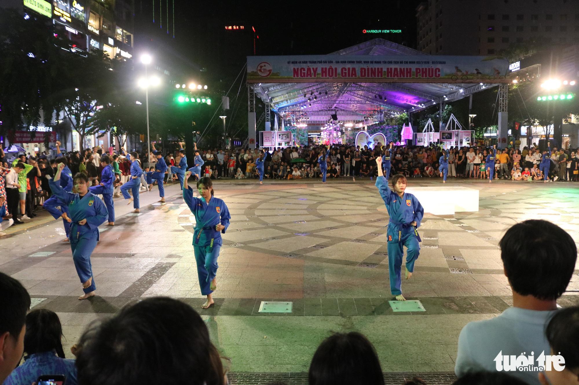 A martial art performance during the Ho Chi Minh City Ao Dai Festival at Nguyen Hue Walking Street, Ho Chi Minh City, June 27, 2020. Photo: Ngoc Phuong / Tuoi Tre