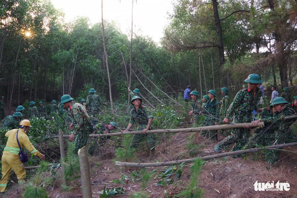 Soldiers create a firebreak to prevent a forest fire from spreading in Nghe An Province, Vietnam. Photo: Huu Tan/ Tuoi Tre