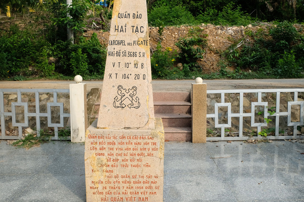 A stone slab reiterating Vietnam's sovereignty is found on a beach in Tre Lon Islet. Photo: Gia Tien / Tuoi Tre