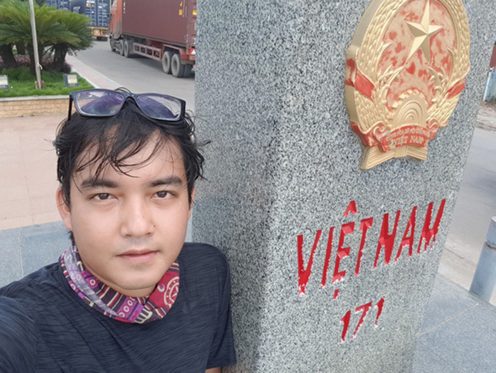Tran Dang Dang Khoa poses for a photo marking he passing Moc Bai Border Gate in the southern Vietnamese province of Tay Ninh on June 1, 2017. Photo: Supplied