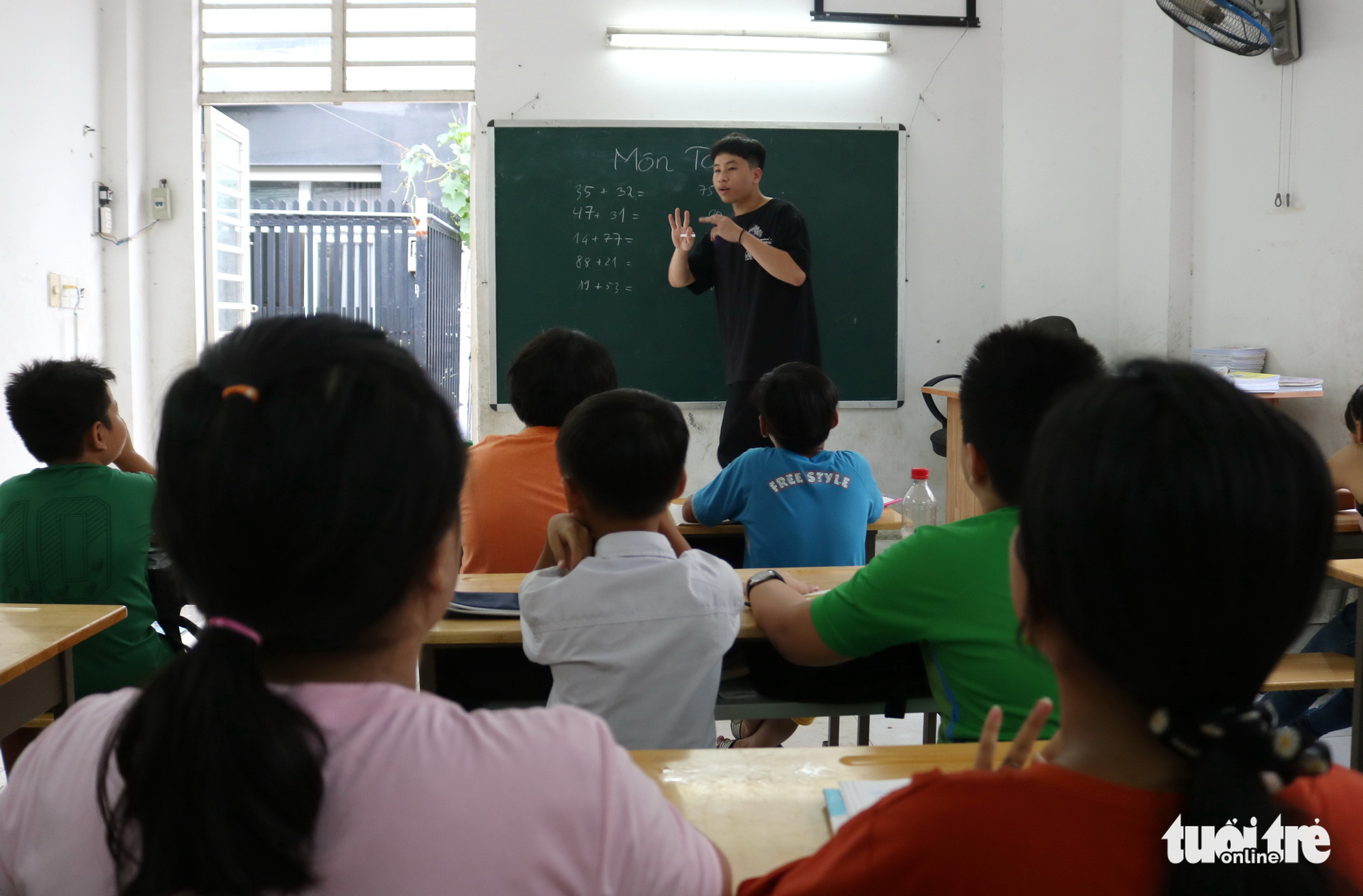 Phan Trung Hai teaches Math in this special class for underprivileged children in Ho Chi Minh City, Vietnam. Photo: Ngoc Phuong / Tuoi Tre