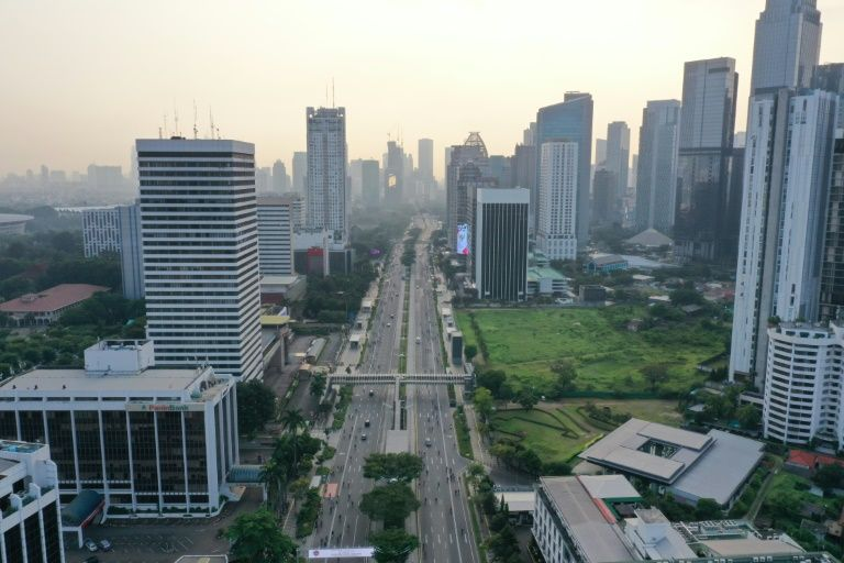 A street is pictured from an aerial view with less vehicles due to lockdowns and stay-at-home-orders during the COVID-19 pandemic near Jakarta, Indonesia. Photo: AFP