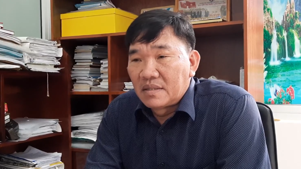 Nguyen Tan Dung, chairman of Nhon Ly Commune under Binh Dinh Province, Vietnam, is seen in a screenshot taken from a video where he comments on a beach trashing incident. Photo: Thai Thinh / Tuoi Tre