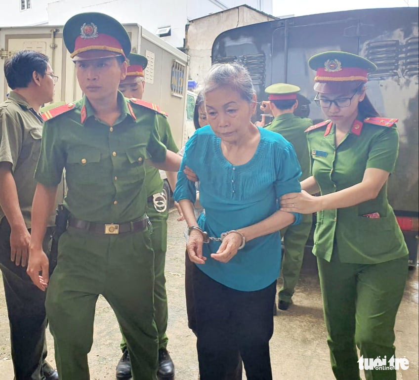 Trinh Thi Hong Hoa is escorted to the People's Court in Binh Duong Province, Vietnam, July 3, 2020. Photo: Ba Son / Tuoi Tre