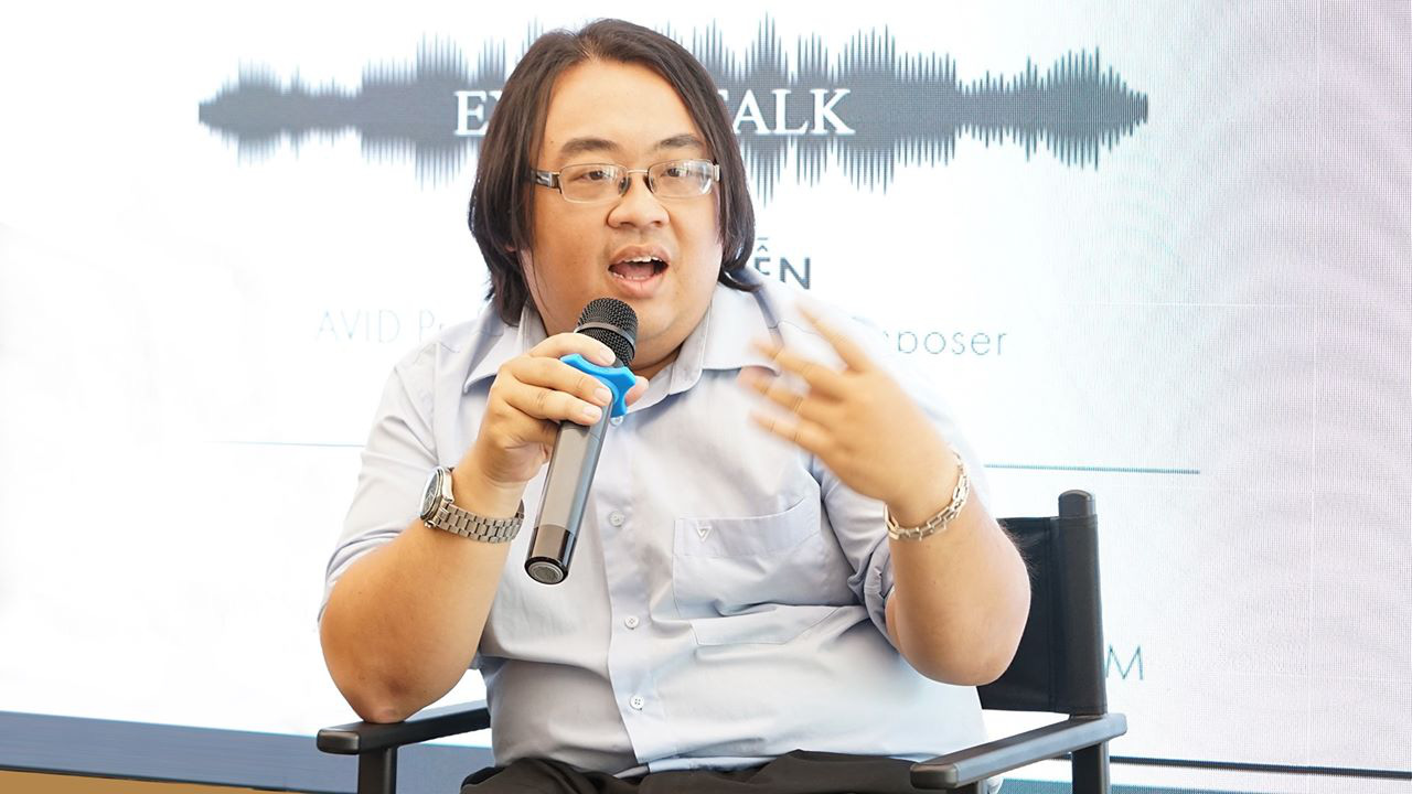 Huynh Hong Giang, an alleged impostor of the American film music composer Christopher Wong, speaks at an event held at the Maya Academy of Advanced Cinematics (MAAC)'s headquarters on June 6, 2020 in a supplied photo.