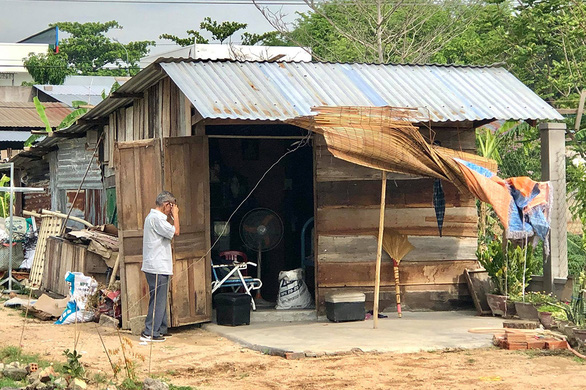 The old man and woman live together in a make-do hut next to a cemetery in Hanh Tri Village, Quang Son Ward, Ninh Son District, Ninh Thuan Province, Vietnam. Photo: D.Q.