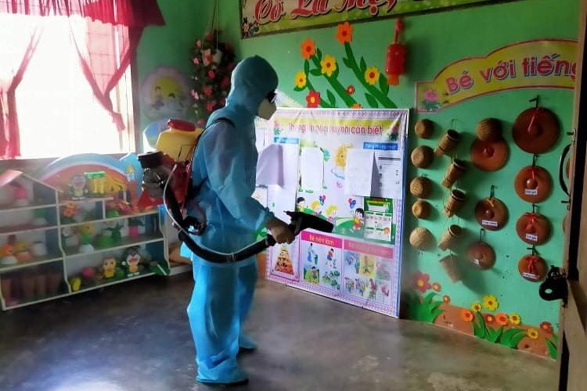 A health worker disinfects a kindergarten in Kon Tum Province, Vietnam, July 4, 2020. Photo: T.T.N. / Tuoi Tre