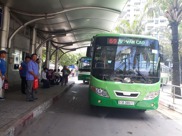 Public buses in Ho Chi Minh City on verge of shutdown as operators deep in debt