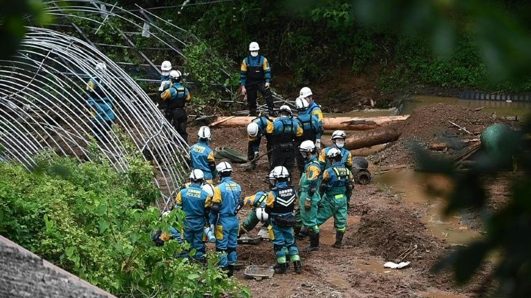 Japan Self-Defense Force soldiers search for missing people at a landslide caused by heavy rain in Tsunagi, Kumamoto prefecture on July 7, 2020. Photo: AFP