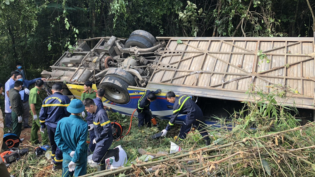 5 dead, 35 injured as sleeper bus plunges off cliff in Vietnam's Central Highlands