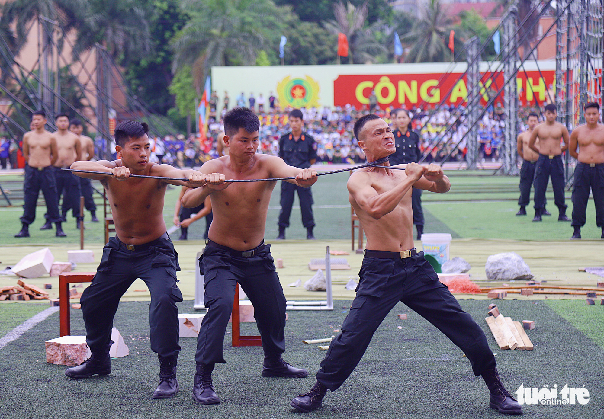 Vietnam police officers display strength, skill at national security campaign