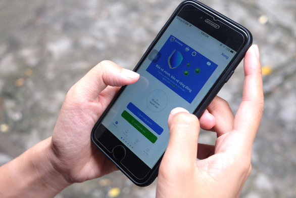 Vietnam urges citizens to install contact-tracing app