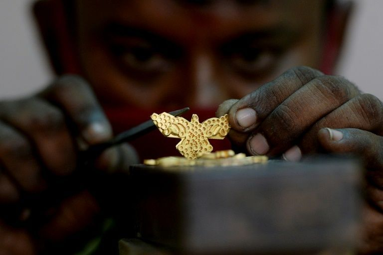 Bling no longer king in India as gold loses its shine