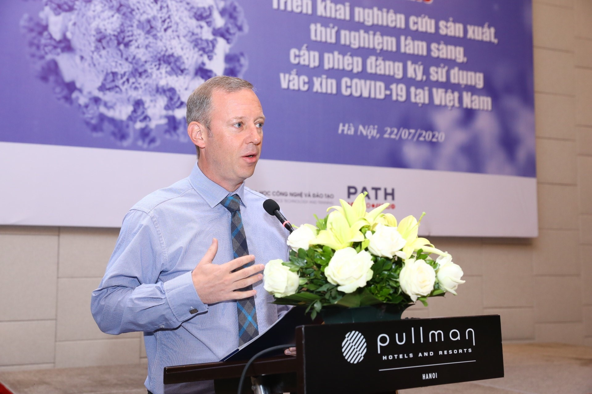 Vietnam, UK working on fair, equitable access to COVID-19 vaccine: diplomat