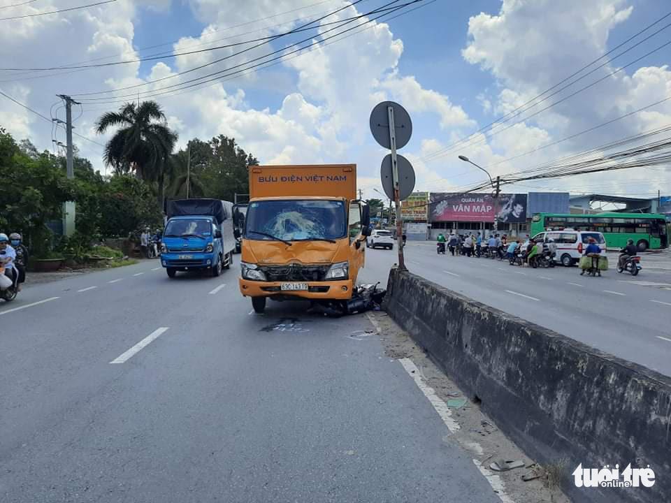Vietnam Post truck kills woman in road accident in southern Vietnam