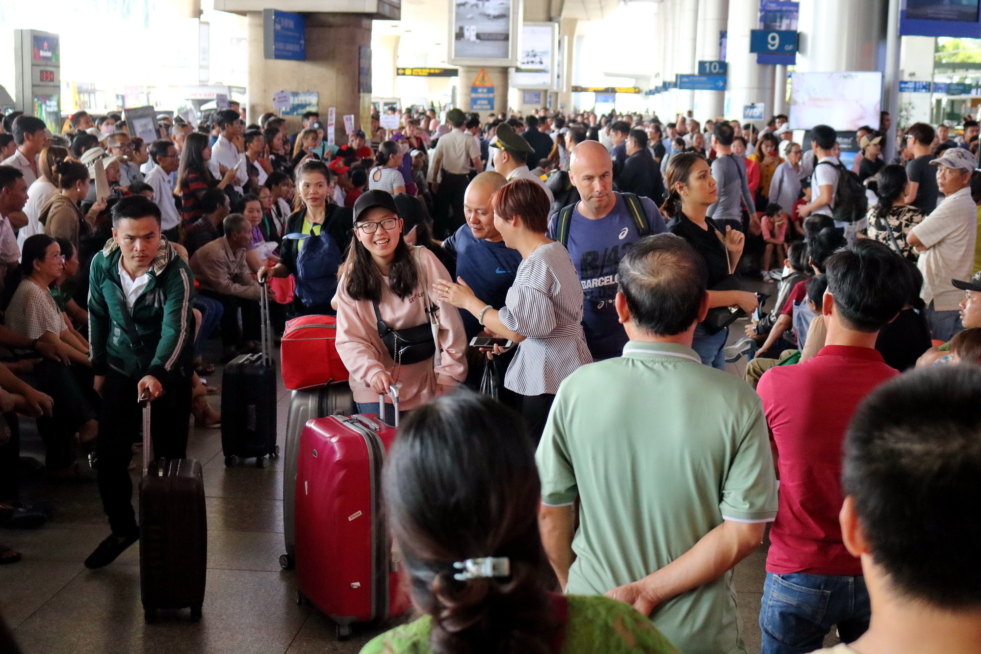 Vietnam's transport ministry postpones plan to reopen int'l air routes