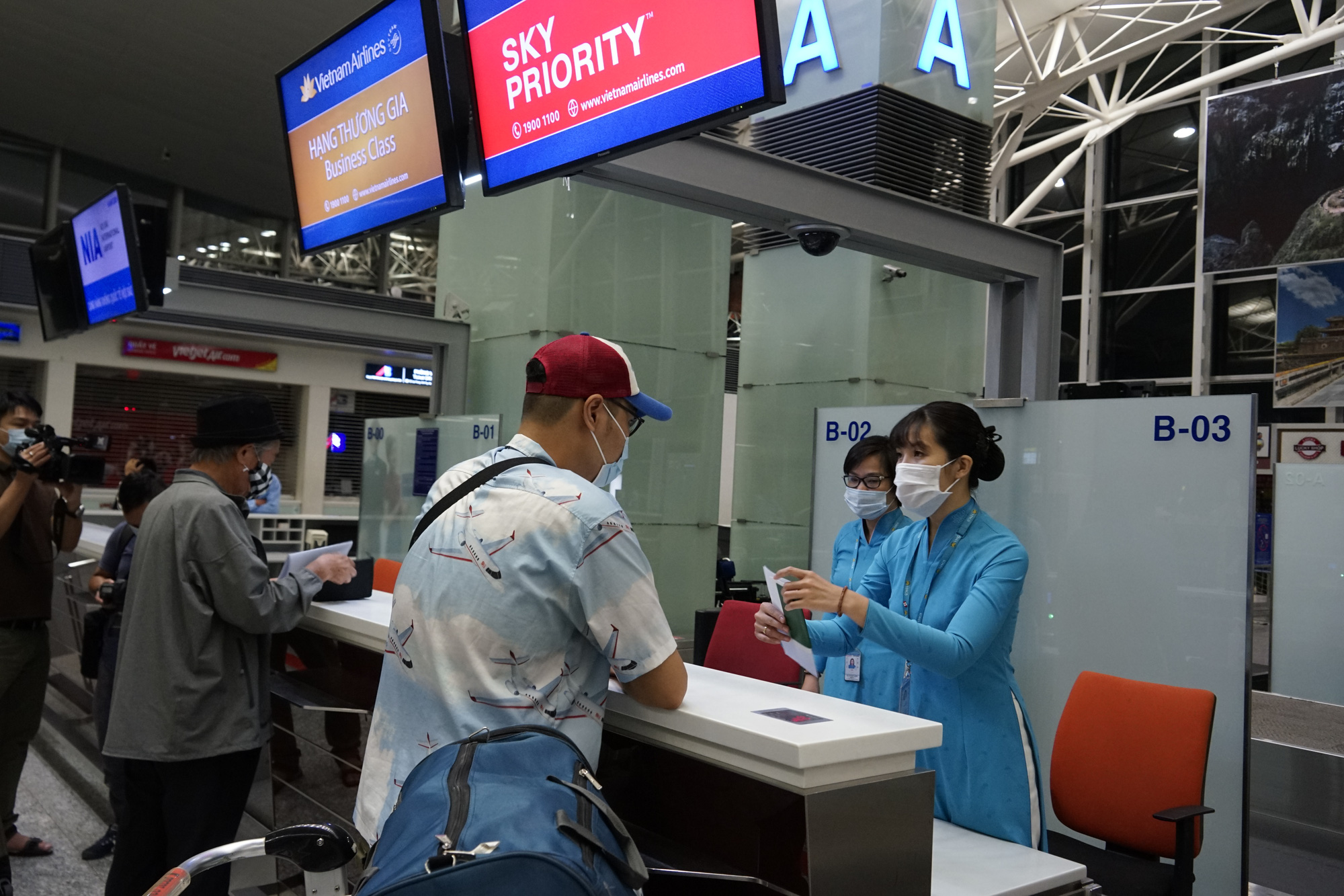 Vietnamese PM gives green light to raise frequency of commercial int'l flights