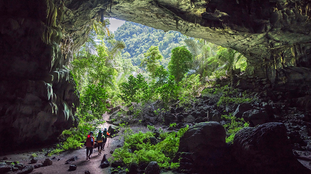 Take in the grandeur of nature in Quang Binh's caverns