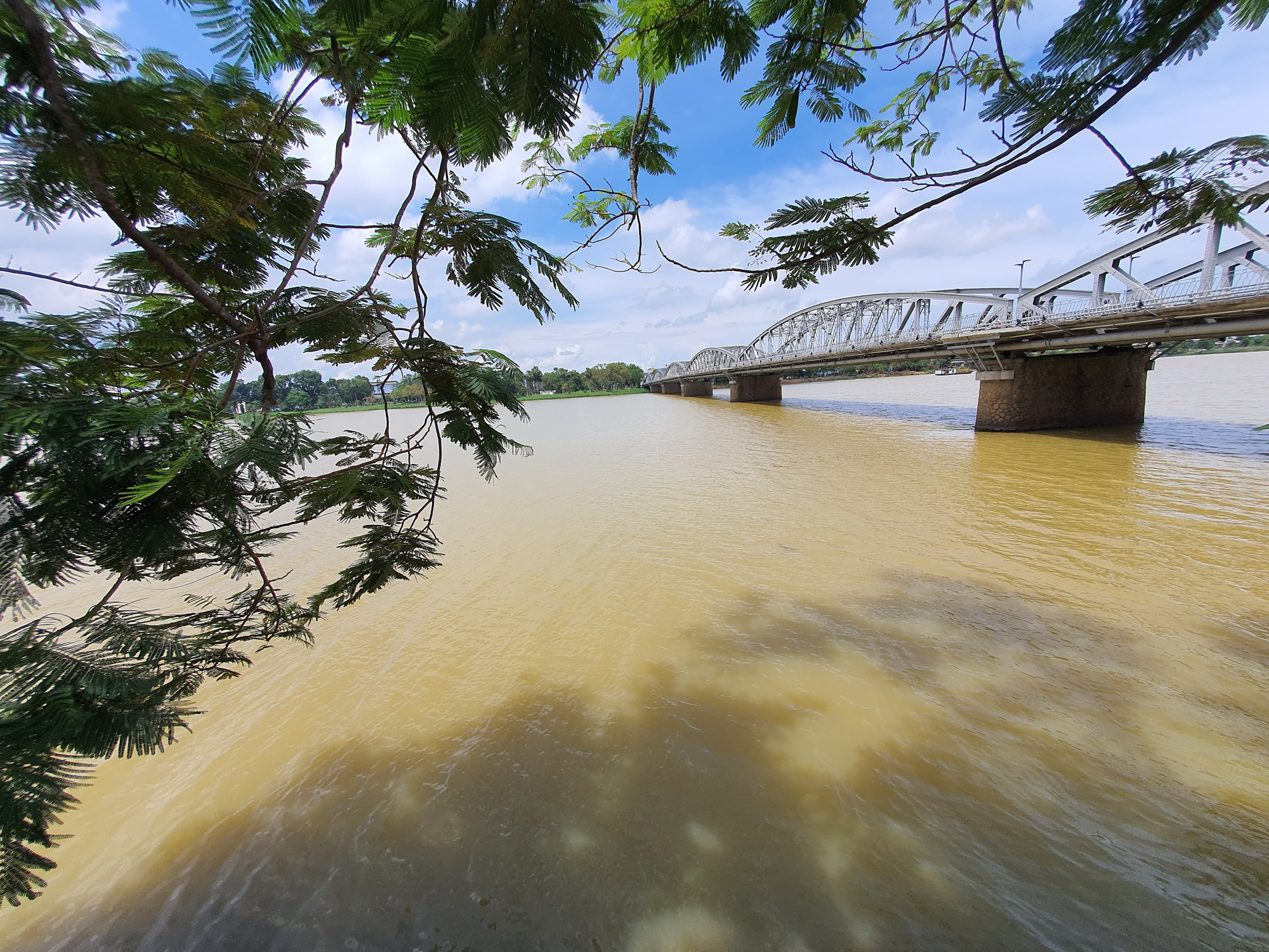 Iconic Huong River turns yellow in central Vietnam