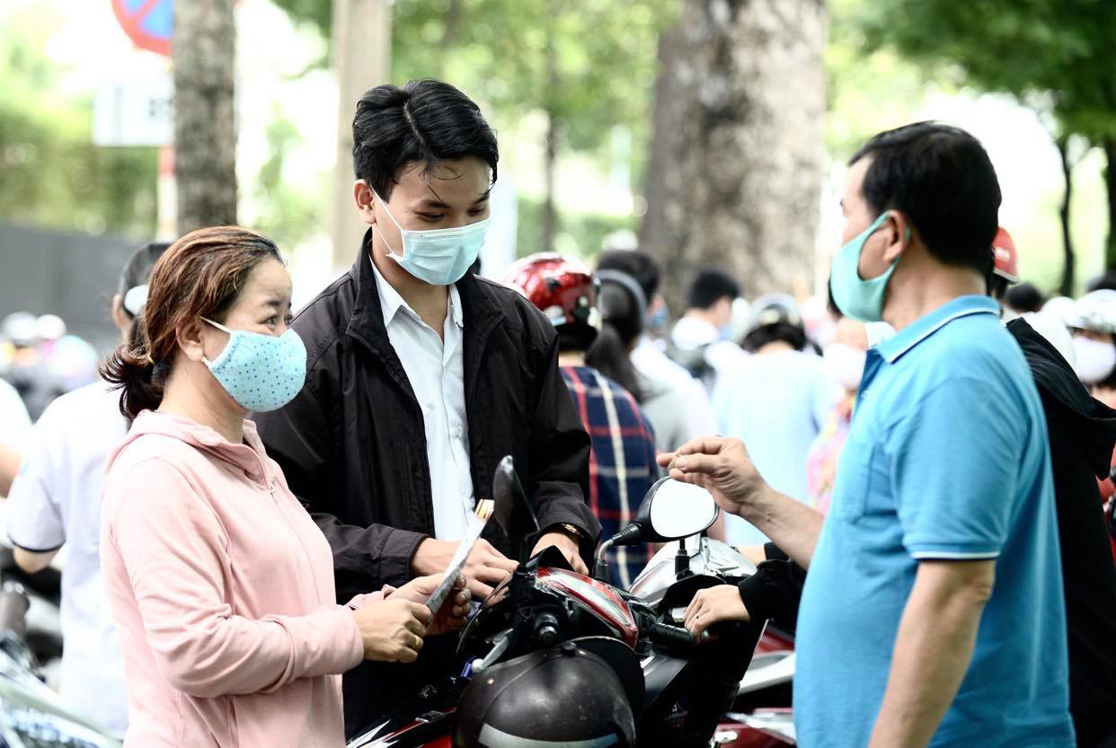 Ho Chi Minh City tells residents to continue wearing face masks in public