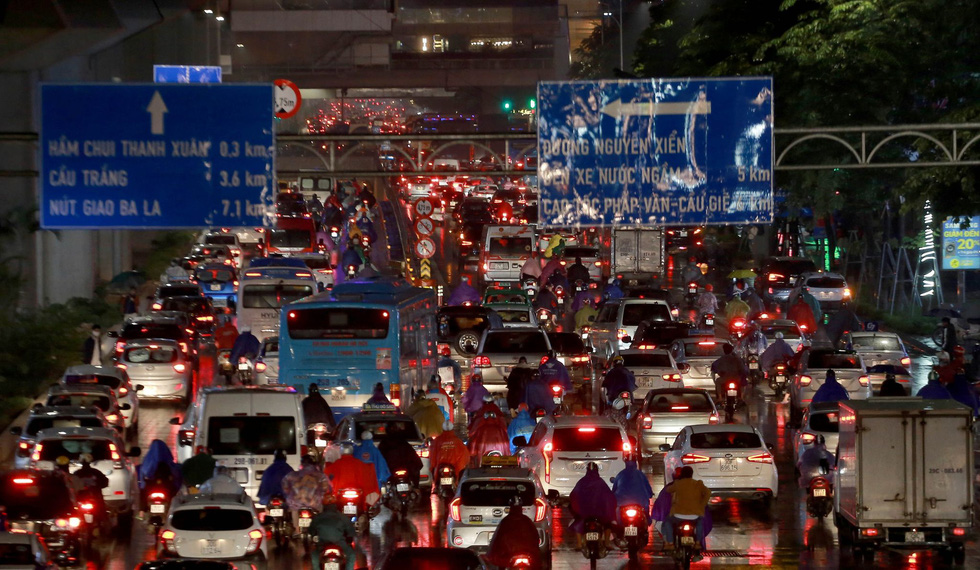Heavy rain creates intense traffic jam during Hanoi's rush hours