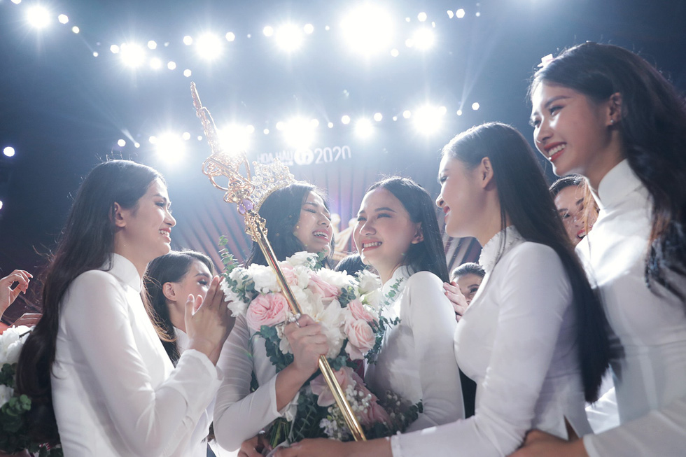 Beauty from north-central province crowned Miss Vietnam 2020