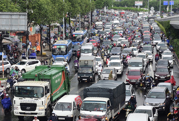 Experts urge support for Saigon minibus project