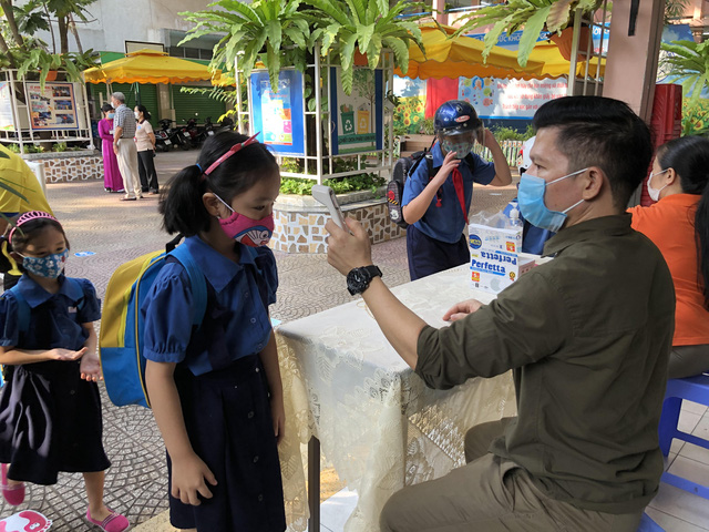 Ho Chi Minh City health department convenes urgent meeting with hospitals given 2 new COVID-19 cases
