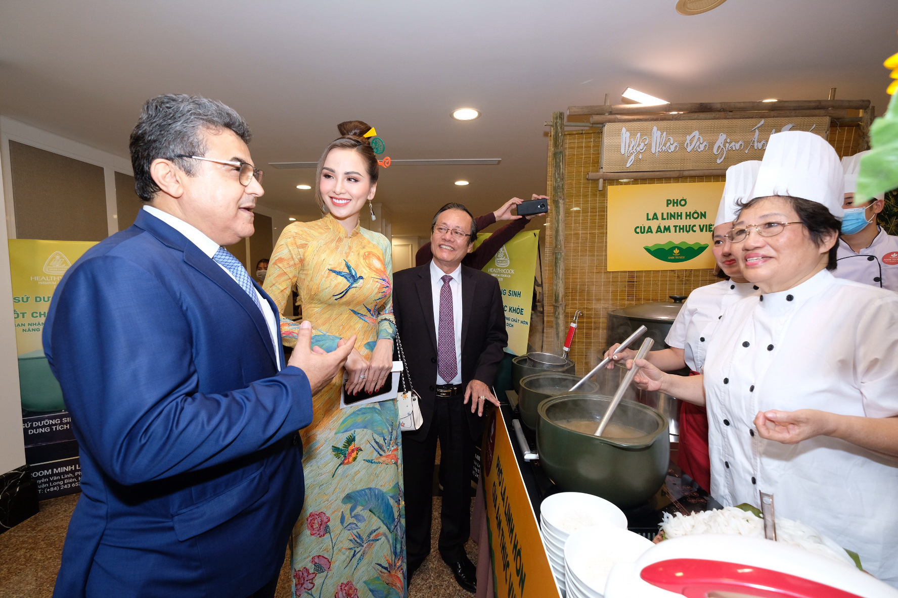 'The Story of Pho' gala dinner organized for diplomatic missions in Hanoi