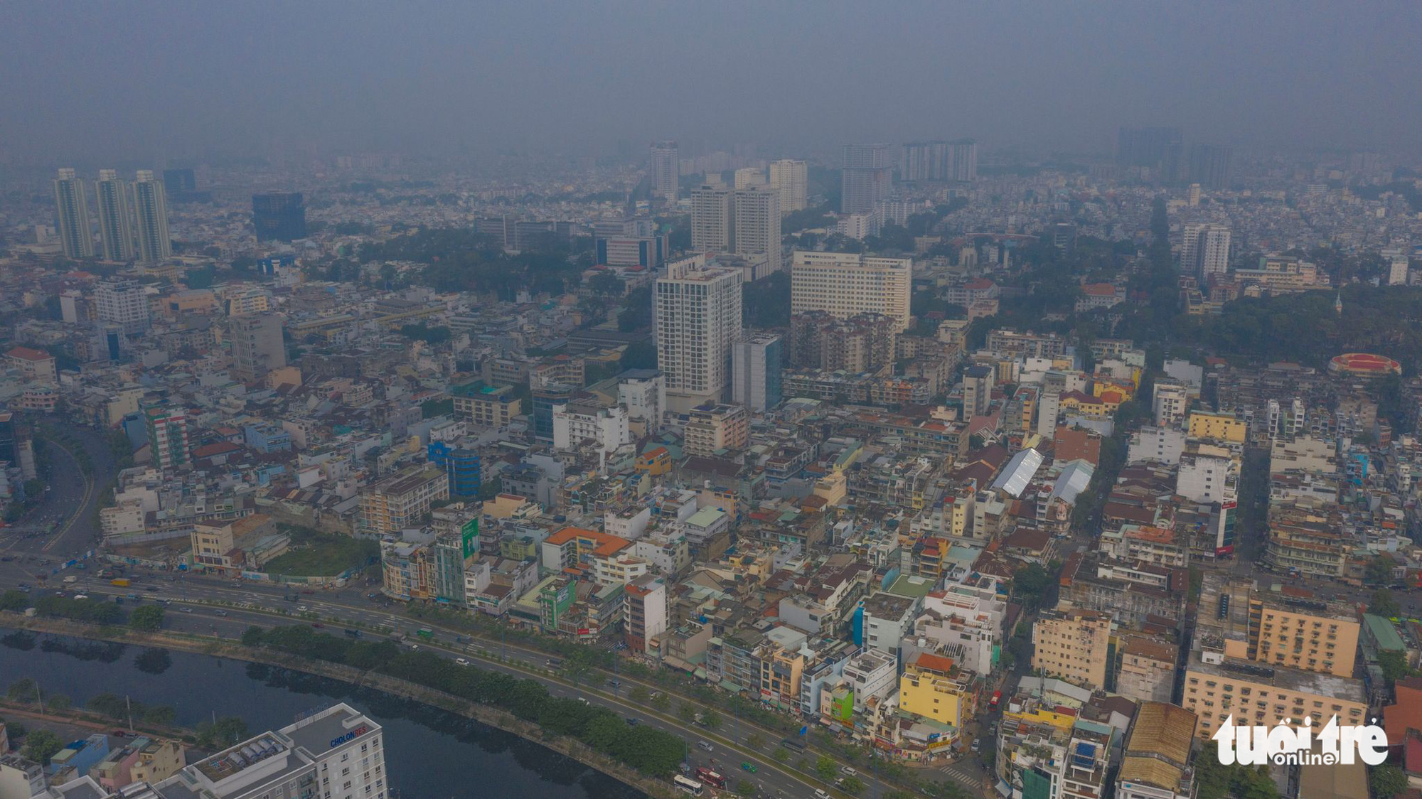 Unseasonal rain results in smoggy sky in Ho Chi Minh City: expert