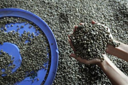 Vietnam Nov coffee exports drop 8.4% m/m, rice down 3.1%-customs