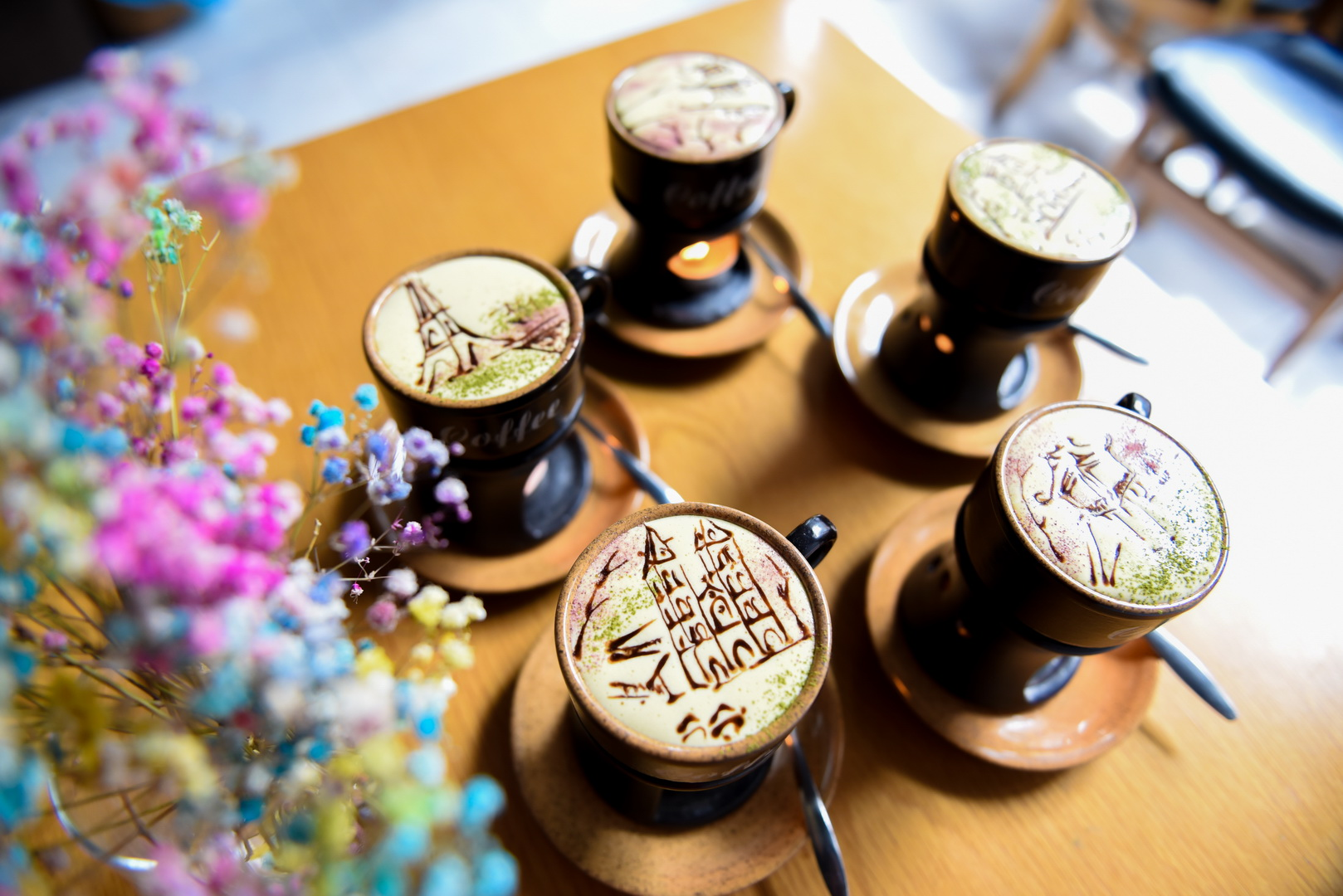 Man draws Vietnam's landmarks on egg coffee