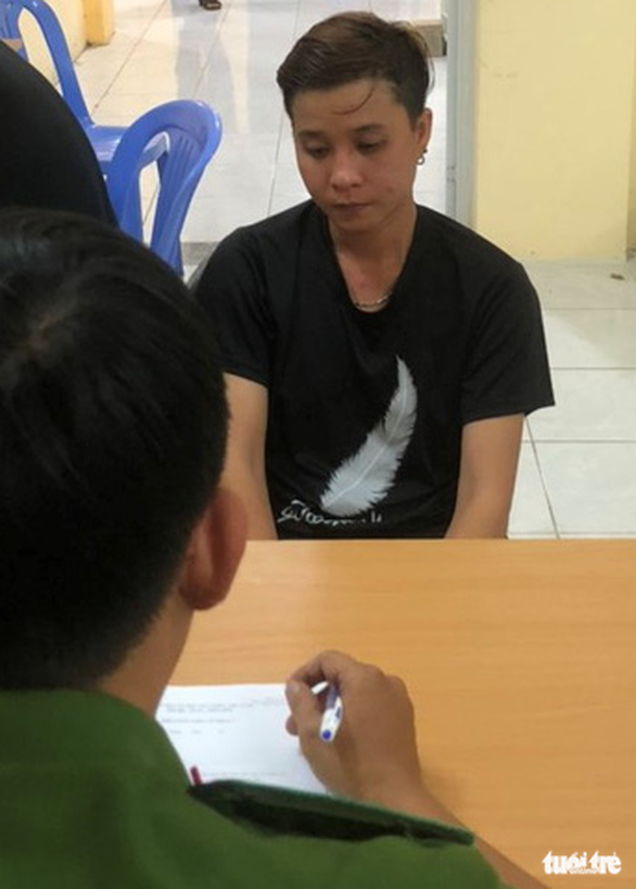 Female gangster arrested for stabbing friend while drinking in Vietnam