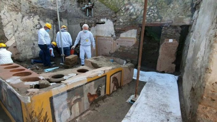 'Fast-food' bar frozen in Pompeii ash gives clues on Roman snacking habits