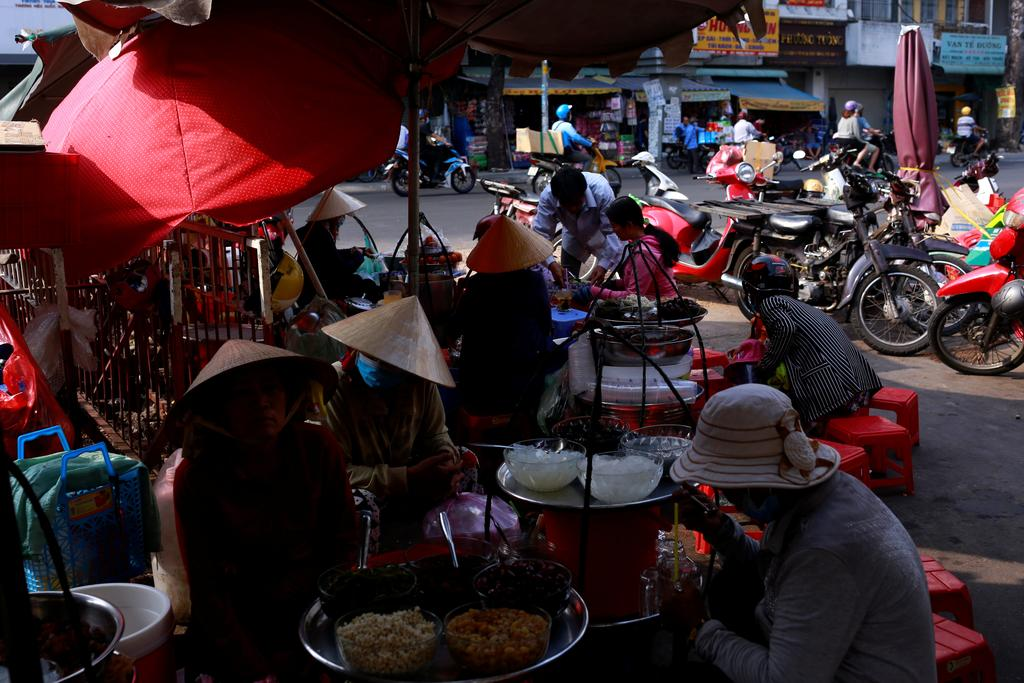 Vietnam's 2020 economic growth slips to 30-year low due to COVID-19