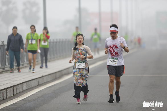 'Ao dai' or oh no? Traditional Vietnamese attire in marathon causes online stir