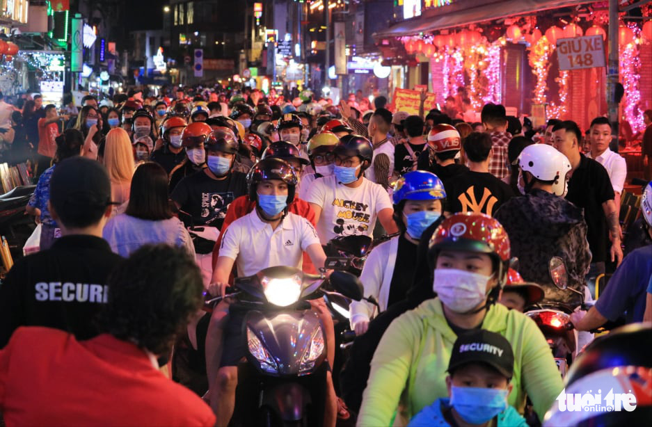 Adieu, 2020: Crowds of thousands heat up new year gatherings in Vietnamese cities