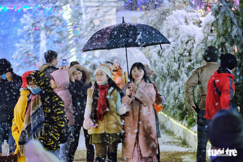 Vietnam's Sa Pa runs out of room as visitors flock to see frost