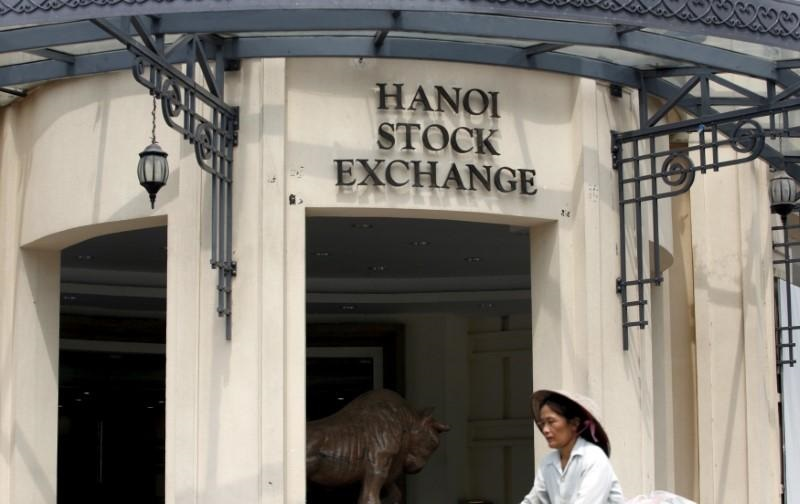 Vietnam stock market overloaded by surge of new investors, index jumps