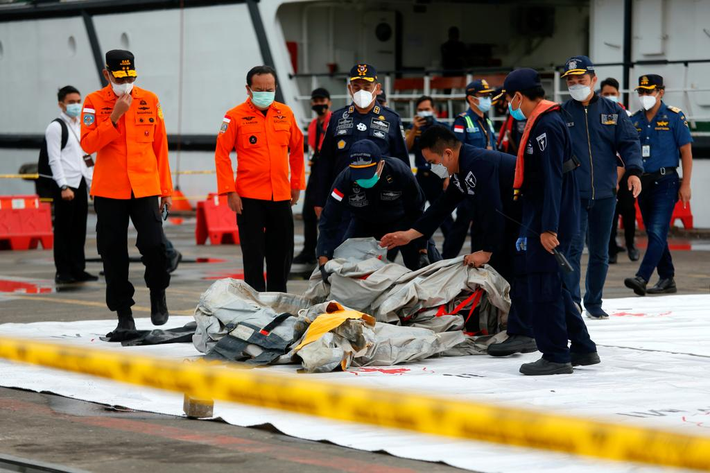 Indonesia rescue teams scour sea for crashed plane amid poor weather