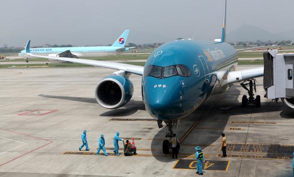 Vietnam stops licensing flights from UK, Africa over coronavirus variants
