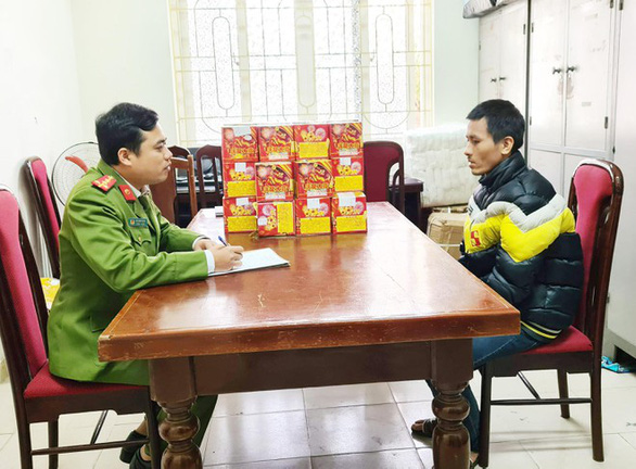 Ha Duc Thuong (right) is pictured at Nam Tu Liem District's police station in Hanoi. Photo: Ha Linh / Tuoi Tre