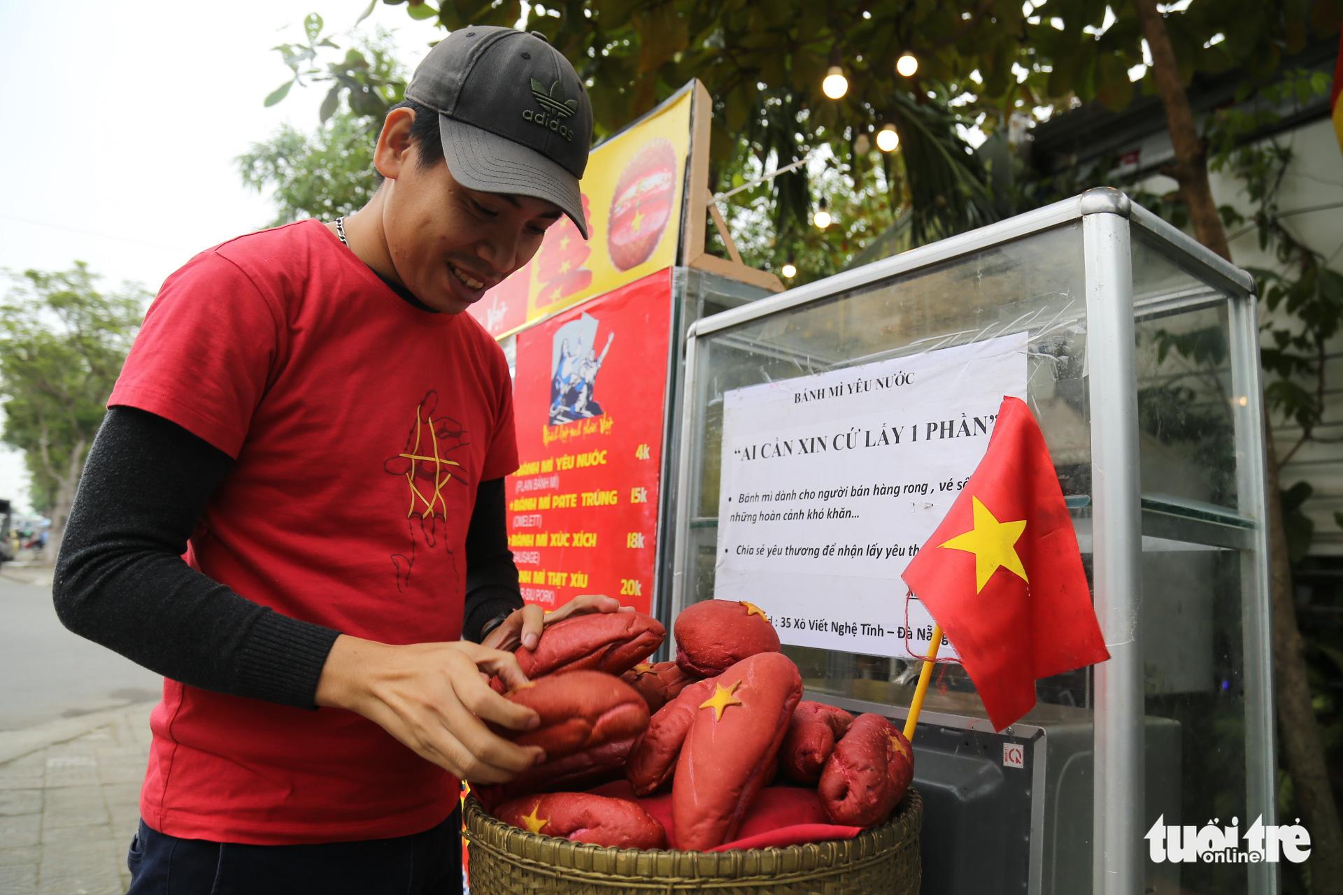 Nguyen Minh Hoa checks the banh mi at his Banh mi yeu nuoc stand in Da Nang City, Vietnam. Photo: Doan Nhan / Tuoi Tre