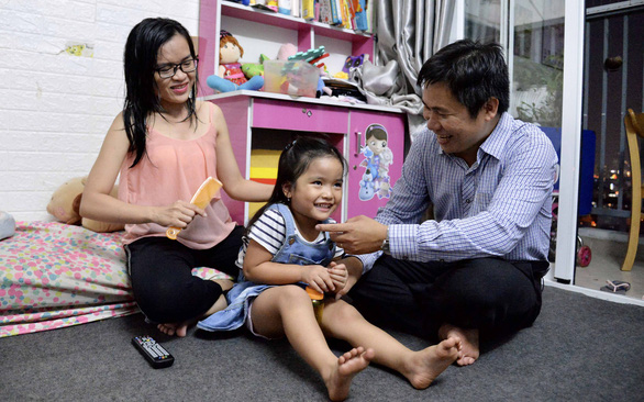 Vietnamese IT engineer follows heart marrying deaf woman