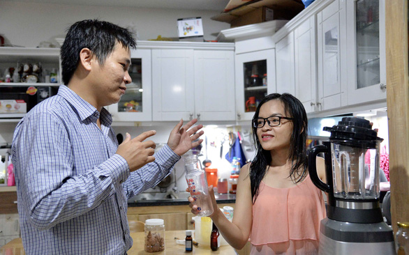 Le Cong Truyen and his wife understand each other deeply despite communicating in sign language. Photo: Tu Trung / Tuoi Tre