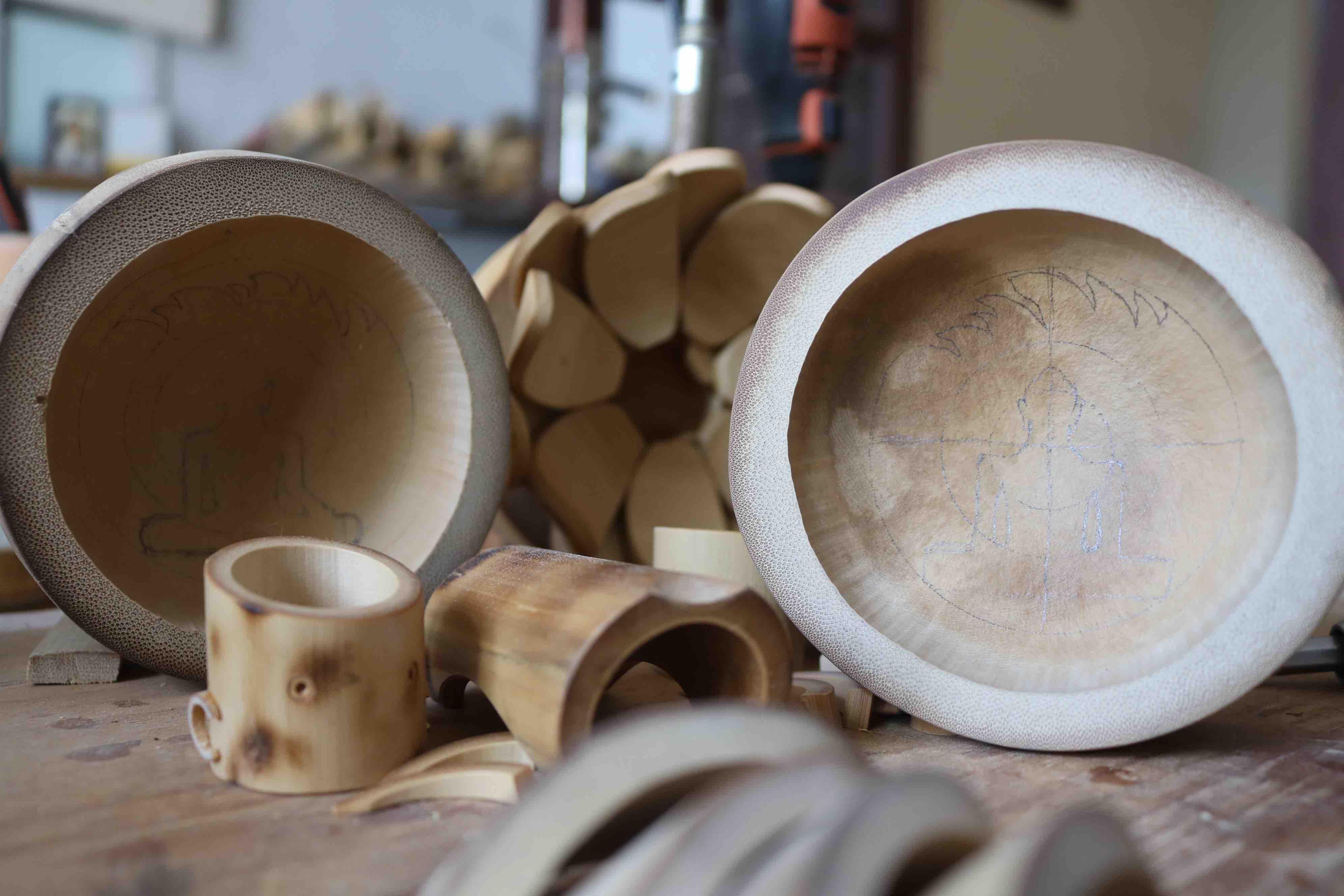 Sketches on a bamboo node. Photo: Hoang An / Tuoi Tre